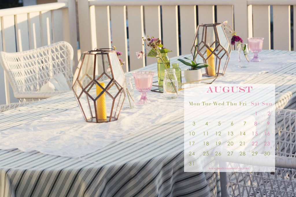 modernmonalisa_august_2015_summer_party_desktop_calendar_English