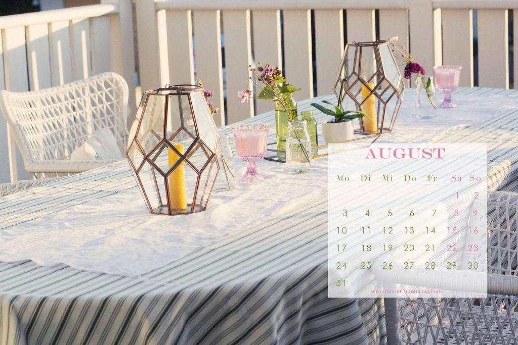 modernmonalisa_august_2015_summer_party_desktop_calendar_German